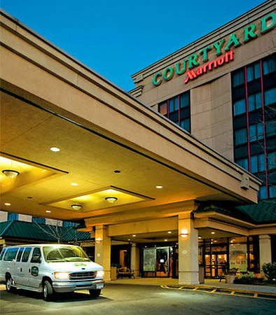 Courtyard By Marriott Laguardia Airport
