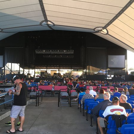 Darien Lake Performing Arts Center Lakes Seats Filling Up