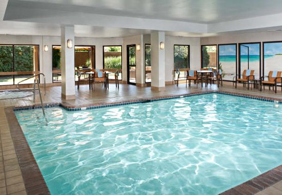 Rossford, OH: Indoor Pool & Hot Tub