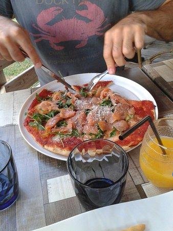 Niort, Frankreich: pizza au saumon