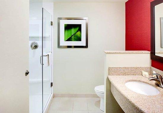 Greenville, NC: Guest Bathroom