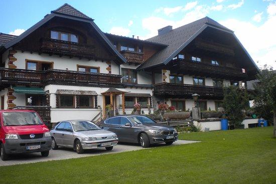 Mauterndorf, Austria: Pohled ze dvora