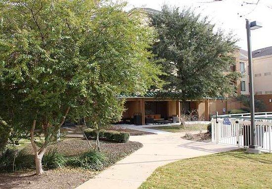Round Rock, TX: Courtyard