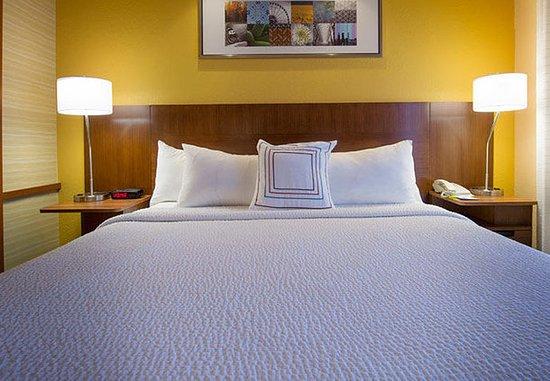 Tifton, GA: King Studio Suite – Sleeping Area