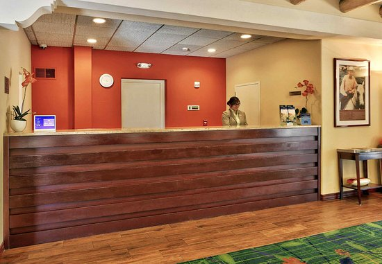 Fairfield Inn Albuquerque University Area: Front Desk