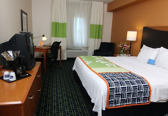 Saint Cloud, MN: King Guest Room