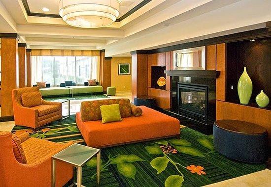 Fairfield Inn & Suites Hartford Airport: Lobby