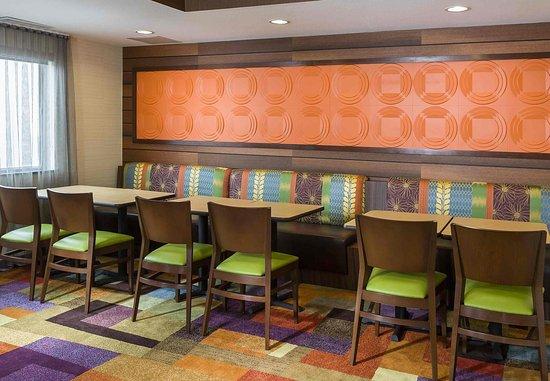 Findlay, OH: Breakfast Dining Area