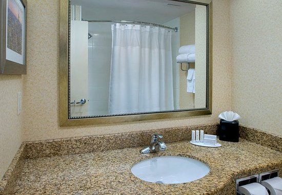 Astoria, estado de Nueva York: Guest Bathroom Vanity