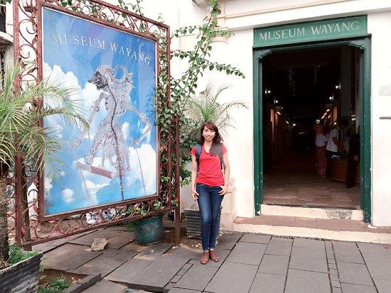pintu masuk museum wayang