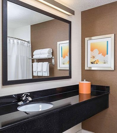 Mansfield, OH: Suite Bathroom