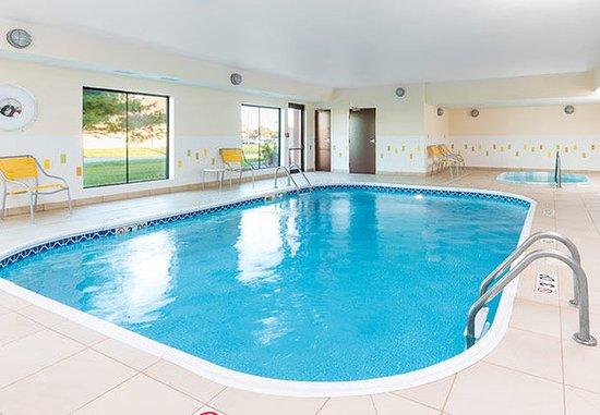 Galesburg, Илинойс: Indoor Pool & Spa
