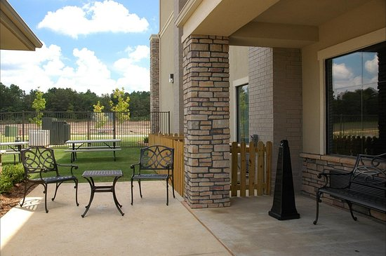 Texarkana, AR: Pool Sitting Area