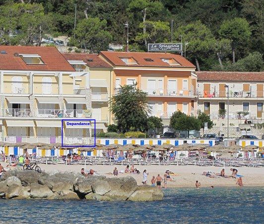 Vista dell 39 hotel dal mare foto di hotel meubl la for Hotel meuble la spiaggiola numana