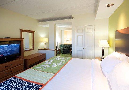 Hickory, Carolina del Norte: King Suite Sleeping Area