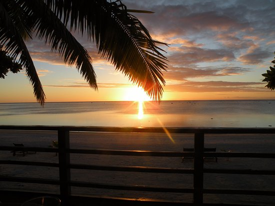 Aitutaki Seaside Lodges: Il tramonto visto dal bungalor