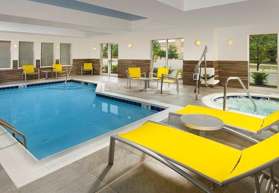 Germantown, MD: Indoor Pool & Hot Tub