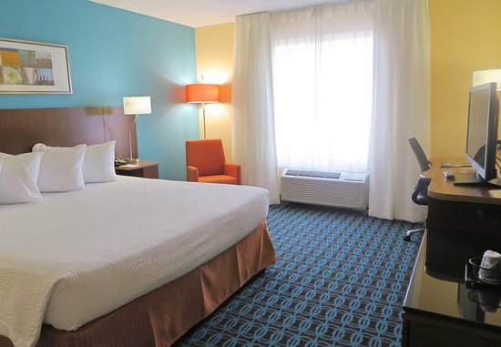 Saint Charles, MO: King Guest Room