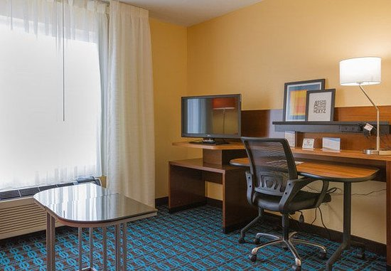 Saint Charles, MO: King Suite Work Area