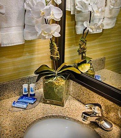 Dulles, VA: Suite Bathroom Vanity