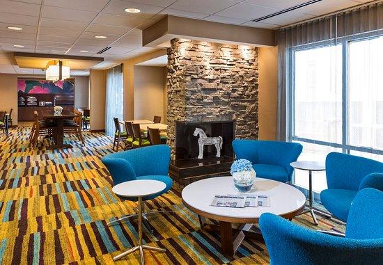 Fairfield Inn & Suites Atlanta Buckhead: Lobby