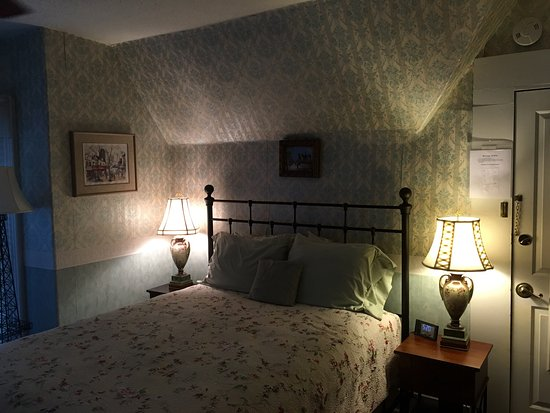 Dove Inn Bed and Breakfast: The Parisian