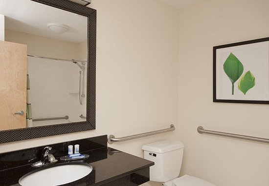 Sulphur, LA: Accessible Guest Bathroom
