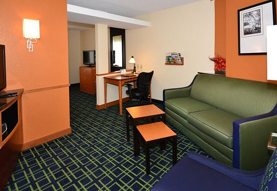 Jefferson City, MO: Deluxe King Suite