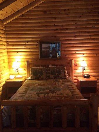 Tall Timber Lodge: Evergreen Cabin- Interior