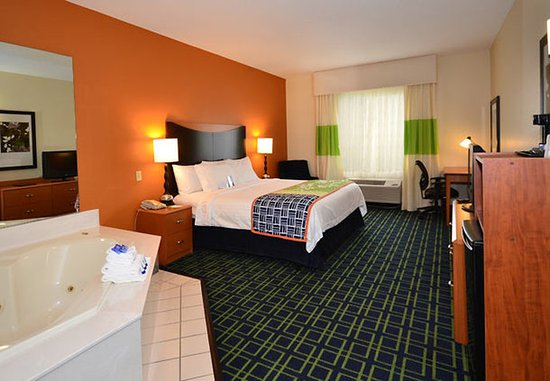 Jefferson City, MO: King Spa Suite