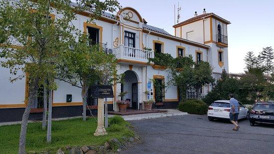 Tolox, España: Voorzijde hotel