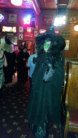 Vermillion, Dakota del Sur: Carey's is aways a destination of the annual Halloween Witches Walk
