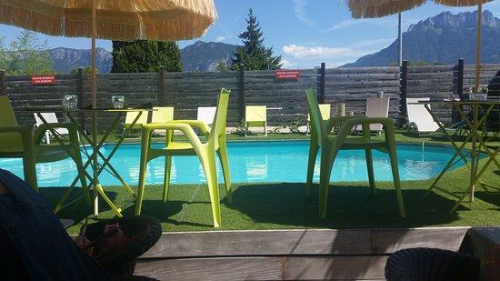 Sevrier, Frankrijk: la piscine du restaurant