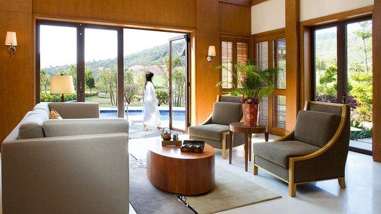 Huizhou, China: 2 Bedrooms Villa
