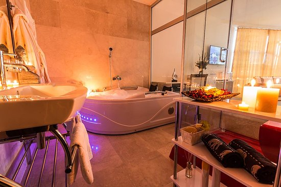 Miraj Resort: Bathroom Deluxe Apartment With Hot Tub For 2 Persons And  Steam Shower