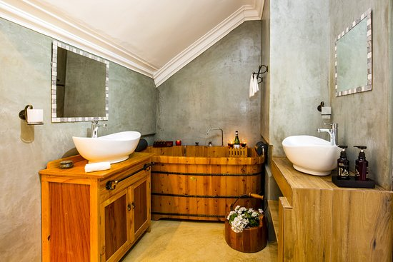 Holiday Guest House Langebaan Luxury Honeymoon Suite Bathroom