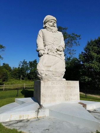 1935 Santa Statue: 20160825_083528_large.jpg