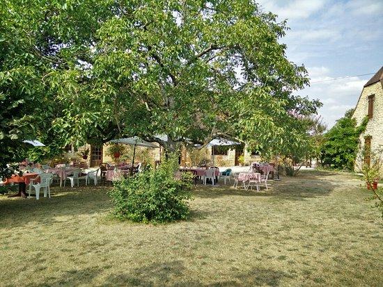 Sergeac, Francia: Nous y sommes passés en famille le mercredi 17 août 2016. L'accueil chaleureux et le repas gastr