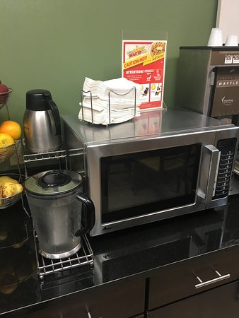 Edgewood, MD: Breakfast area