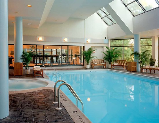 East Brunswick, NJ: Indoor Pool and Whirlpool