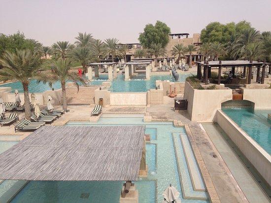 Bab Al Shams Desert Resort & Spa: Pool area 2