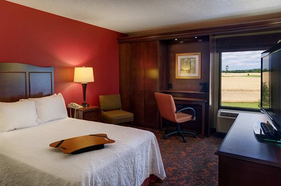 Chambersburg, PA: Double Accessible Room