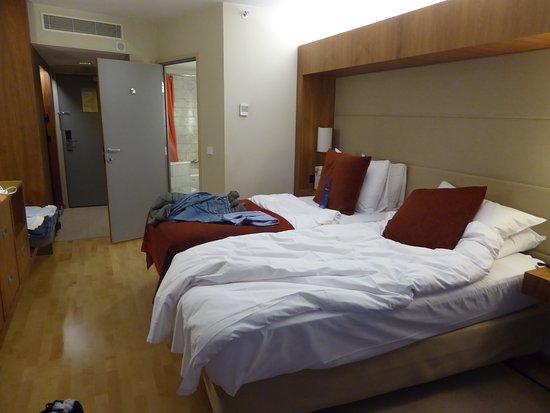 La camera da letto con letti gemelli. - Picture of Radisson Blu ...