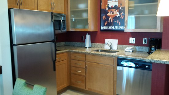 Residence Inn Pittsburgh North Shore: Kitchen in a king suite