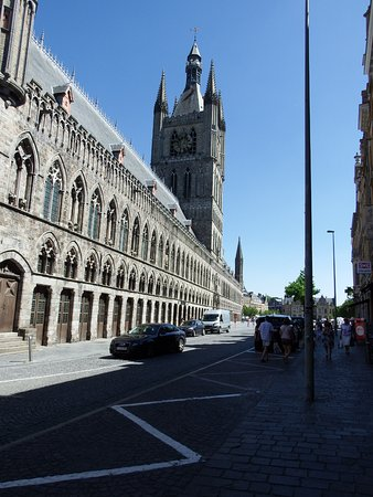 Ypres, Belgique : Front view of the Museum