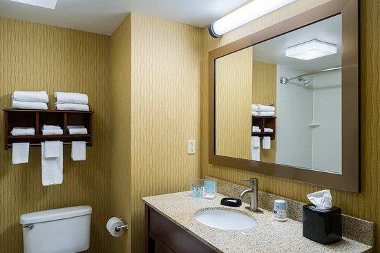 Danville, PA: Standard Guest Bathroom