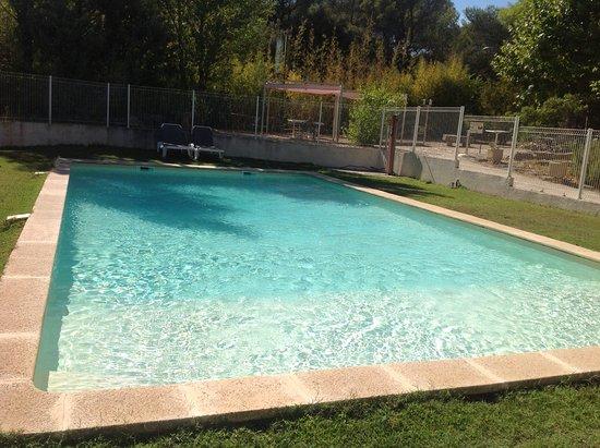 Remoulins, Frankrike: Superbe piscine réservée aux clients de l'hôtel
