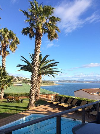 Protea Hotel Mossel Bay: Garden, swiming pool and the view