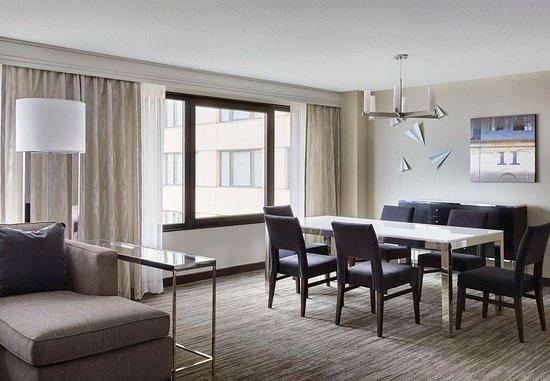 Burlingame, CA: Luxury Suite - Meeting & Entertaining Area