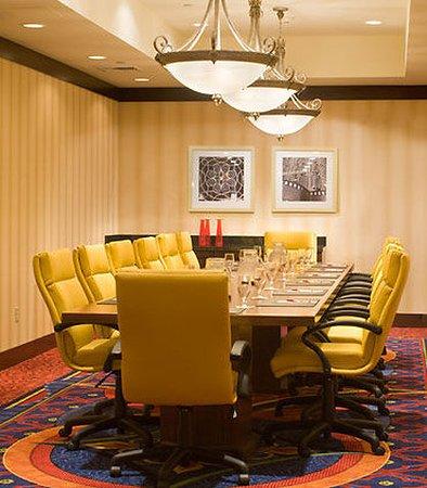 Saddle Brook, NJ: Executive Boardroom